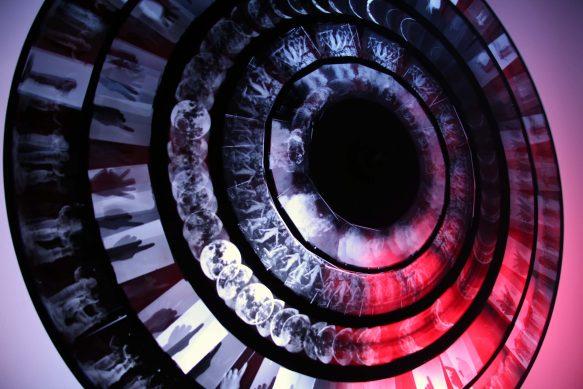 Programa 1.Retrospectroscope, de Kerry Laitala)