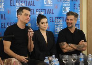 """Conferencia de prensa del filme """"Marighella"""". Wagner Moura, Bella Camero y Bruno Gagliaso."""