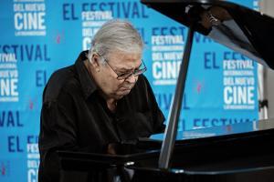 José María Vitier interpretó clásicos del cine cubano en la entrega del Premio Nacional de Cine.