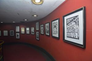 """La exposición """"Cartelistas por el mundo"""" fue inaugurada en el Cine la Rampa."""