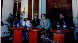 21 Festival 1999. Conferencia de prensa de ORFEO, con la presencia del director Cacá Diegues y Caetano Veloso