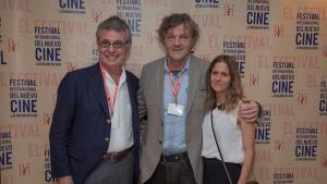 Emir Kusturica junto a los productores Matías Mosteiriny Leticia Cristi