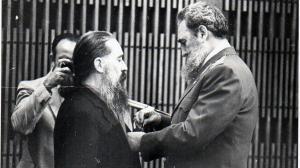 Fernando Birri recibe la Orden Félix Varela. 1985