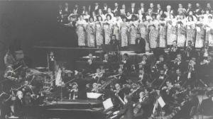"""Estreno en América del """"Concierto Oratorio"""" de Michel Legrand, acompañado por la Orquesta Sinfónica Nacional, dirigida por Zenaida Castro Romeu (Festival 11, 1989)"""